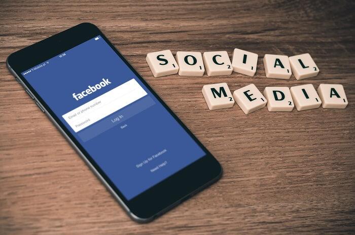 Boss-friends-social-media-med